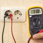 À quoi sert un voltmètre?